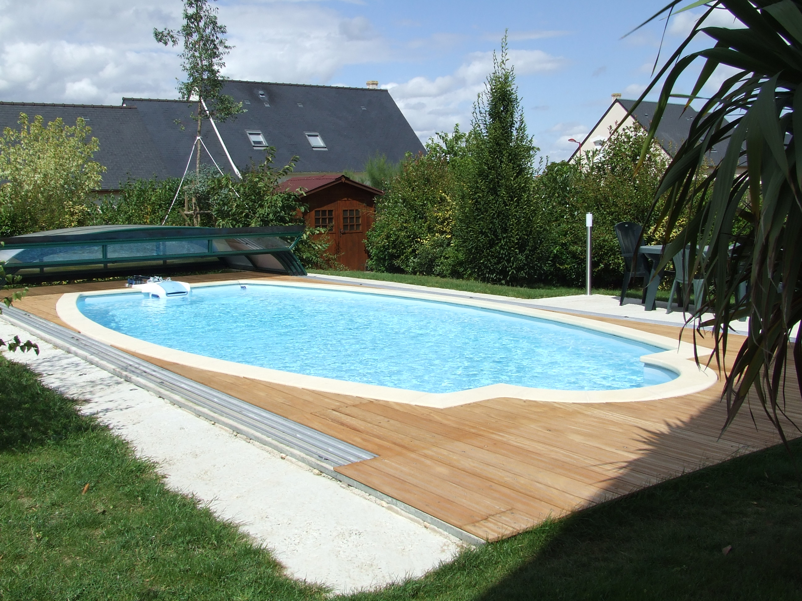 Terrasse bois piscine desjoyaux diverses for Conception de piscine